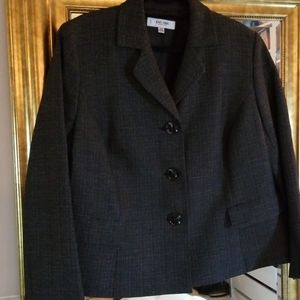 Jones Studio jacket in like new condition.